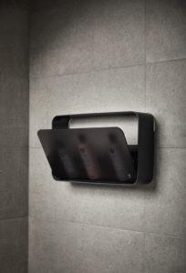 Dusjhylle på vegg i et dusjhjørne i sort.