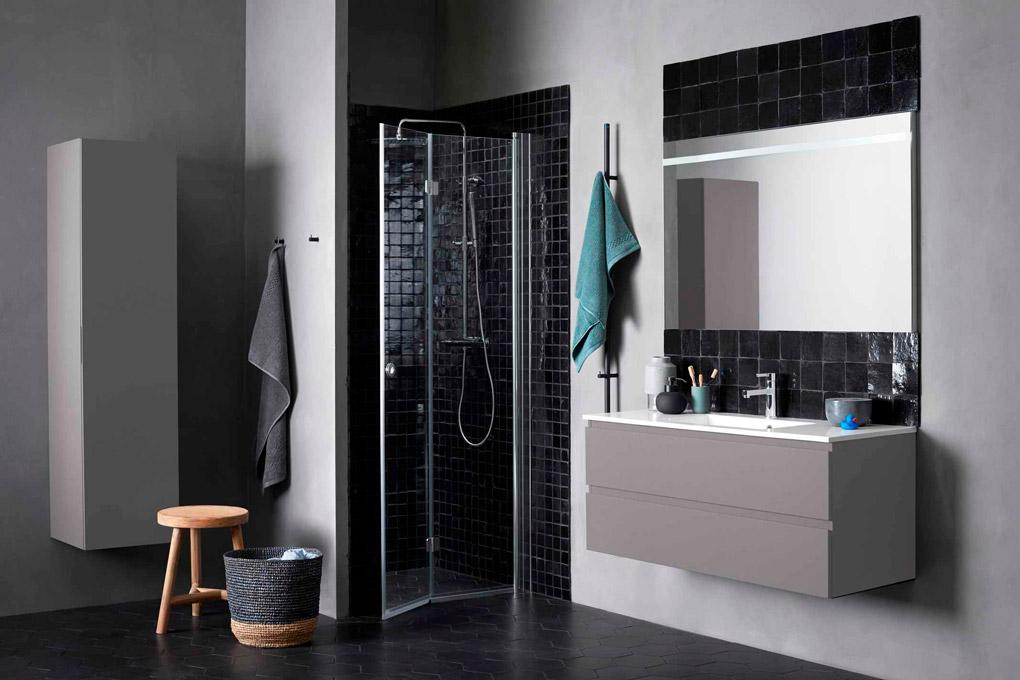 Bilde av dusjvegger i SYNC-serien hos INR, føres hos Baderingen.