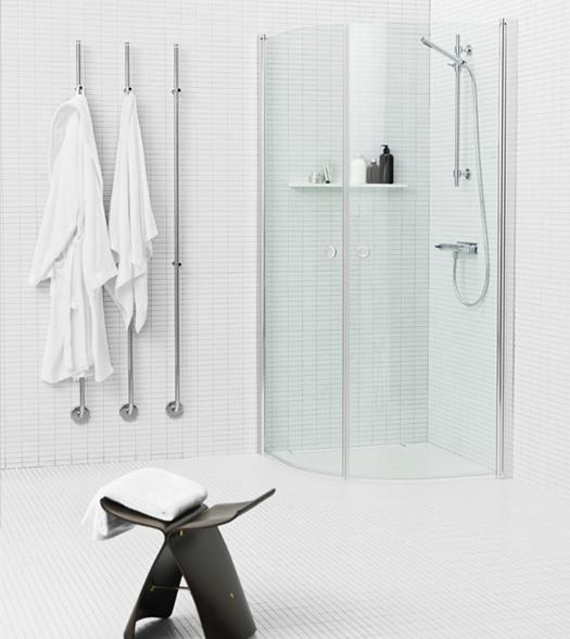 plassbesparende dusjhjørne med buede dører fra INR